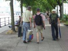 3 Aquarellisten auf dem Weg zur Arbeit