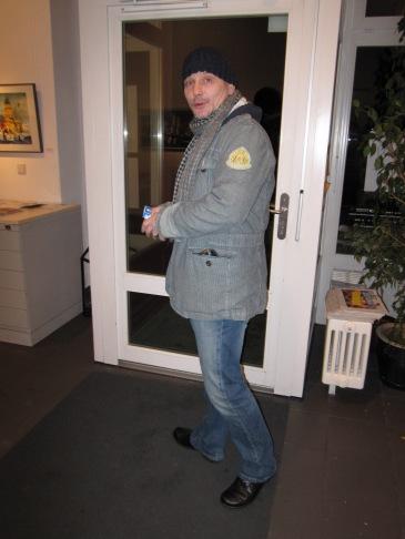 Andreas Mattern vor der Galerie 100