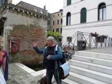 Ich beim erklären in Venedig
