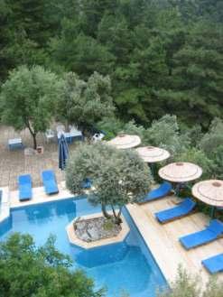 Der Swimmingpool unserer Unterkunft