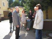 Auch vor der Galerie wird über Kunst diskutiert!