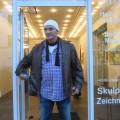 Ich vor der GAlerie Petra Lange