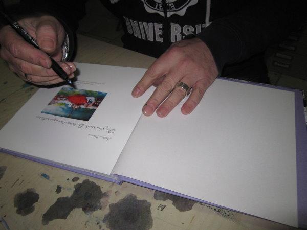 Ich signiere .... wenn ihr wollte auch euer Buch, kommt einfach vorbei!