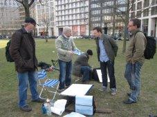 Diskussionen am Platz - ... ich, Frank Hess und Frank Köbsch, Siegfried und Peter