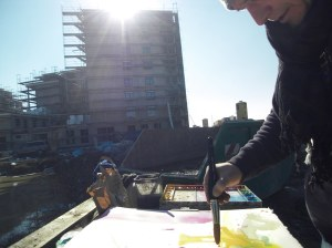 Andreas Mattern beim malen in Heidelberg-Baustelle Bahnstadt (c)Andreas Mattern