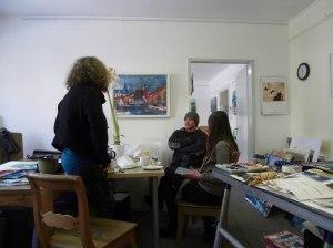 Angela und Ute im Atelier von Andreas Mattern-Berlin 2013